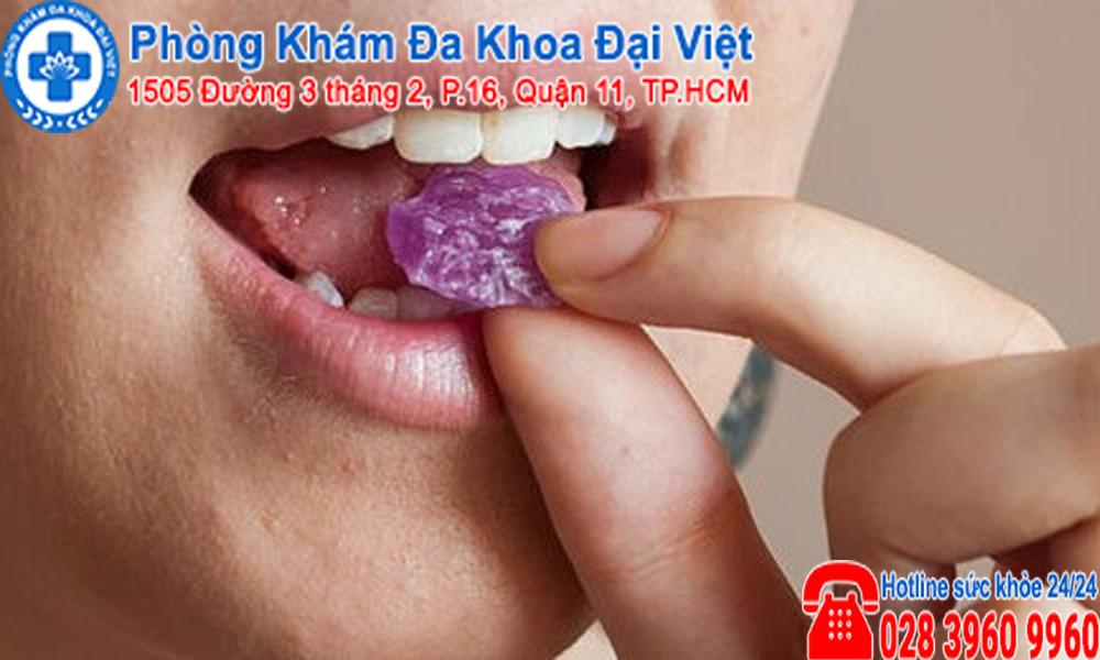 kẹo ngậm viêm họng có tác dụng điều trị viêm họng không